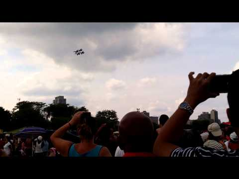 Navy Blue Angels fly over Chicago
