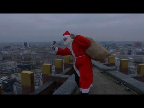 سانتا كلوز يتسلق برجا شاهقا في برلين لتقديم الهدايا للأطفال…  - نشر قبل 2 ساعة
