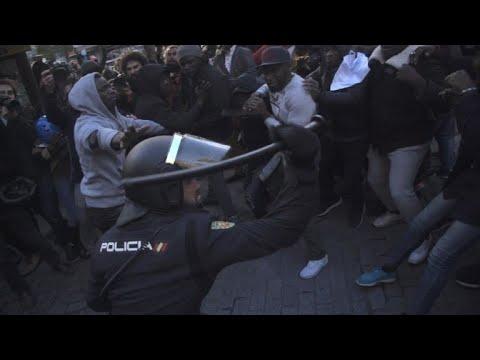 Imigrantes enfrentam polícia em Madri