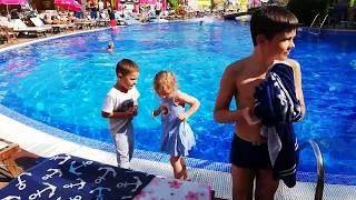Солнечная Болгария. Золотые пески. Дети отжигают. Болгария 2019 Болгария страна контрастов. Отдых.