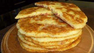 Сырные лепешки на кефире с колбасой