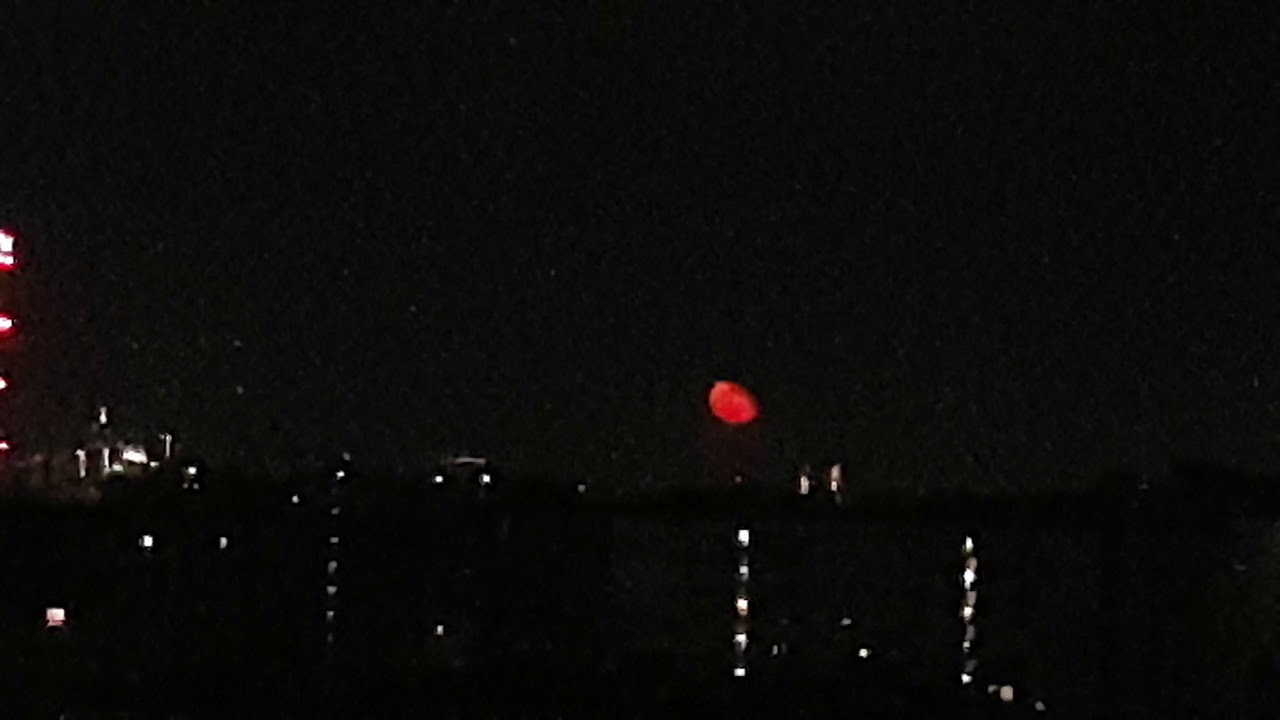 Red moon Milan - Luna rossa