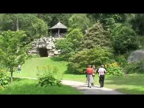 Navigating  Chatsworth House Gardens
