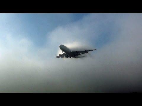 "Thick Fog "" ILS CAT III "" Aircraft Landings. "" Gatwick Airport """