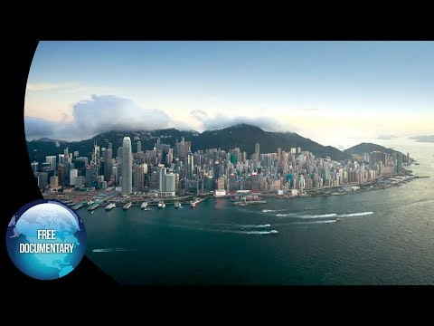 Hong Kong: The strong contrast between Mother Nature and the Metropolis