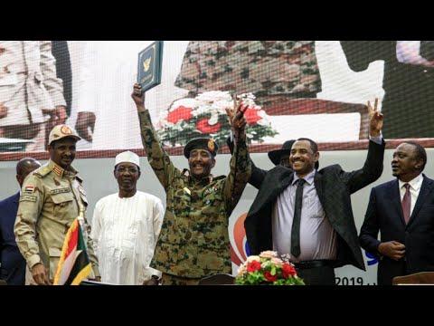 توقيع اتفاق المرحلة الانتقالية بين المجلس العسكري وقادة حركة الاحتجاج في السودان  - نشر قبل 20 دقيقة