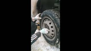 Замена передних колодок Дэу Нексия (Daewoo Nexia) правого колеса
