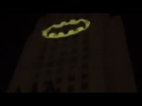 Adam West (Batman) Signal Tribute w/ Burt Ward in Los Angeles (Full Video)