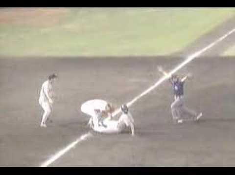 ジャンパイア 2003.06.05 広島 vs 巨人 大誤審 - YouTube