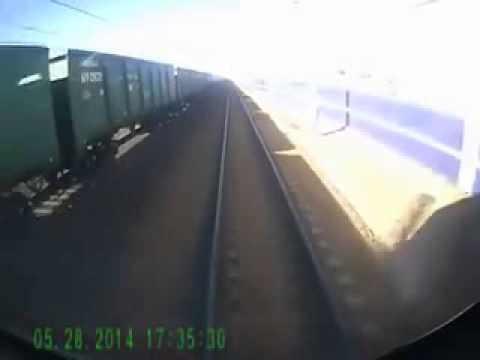 Поезд сбил людей жесть