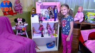 Ярослава показывает ВСЕХ КУКОЛ которые живут в Доме для Кукол Видео для девочек