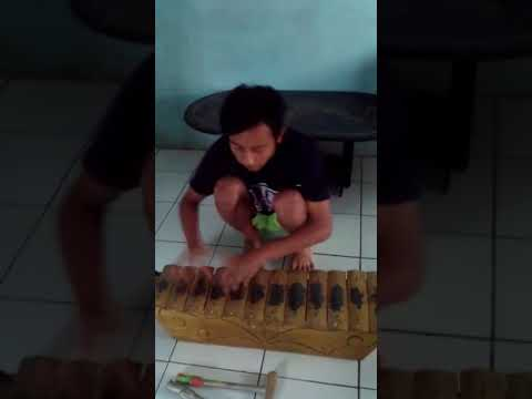 Jaran goyang versi saron (gamelan tradisional)
