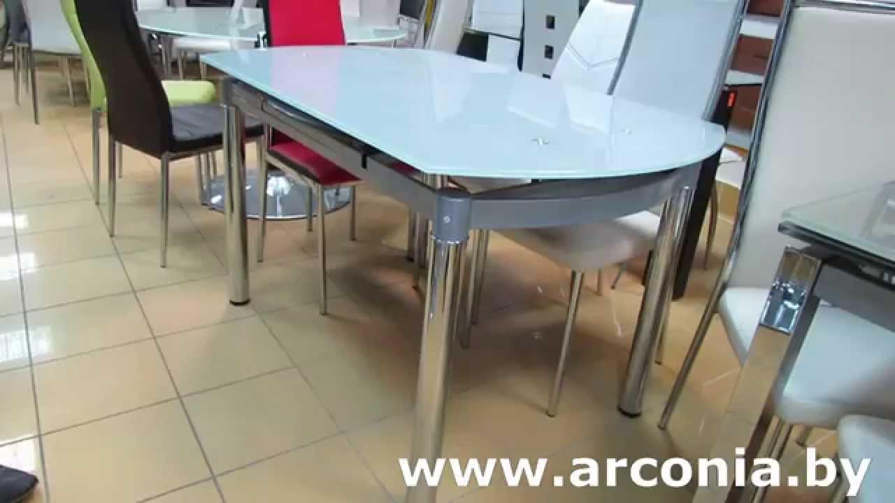 Стол стеклянный круглый и пластиковые стулья. Стол круглый AT-078B .