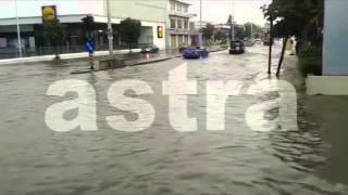 Πλημμύρισε η Νεάπολη από τη νεροποντή