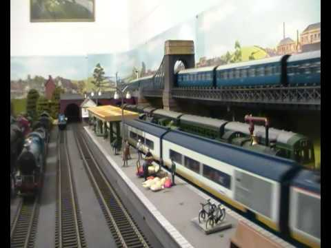 6 CAR EUROSTAR,7 COACH LMS CORONATION SCOT,6 COACH ROYAL TRAIN AND 7 COACH PULLMAN RUN AT ONCE