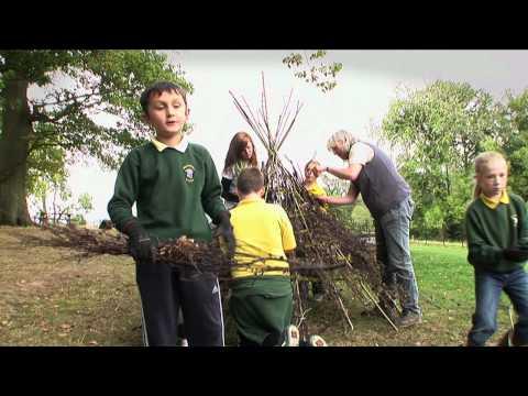 Hereford schoolchildren build Tree Toilet