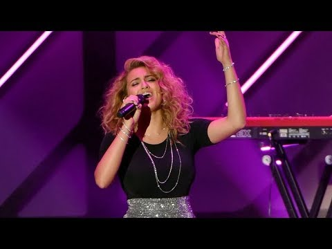 Tori Kelly riffing and belting for her life!