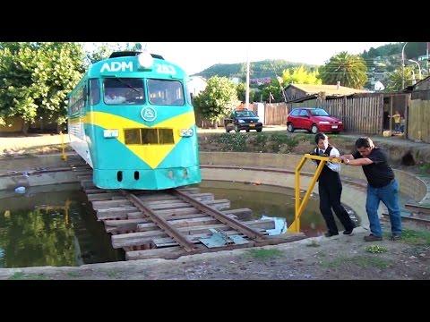 Mujer ferroviaria - Invirtiendo al Buscarril en la tornamesa de Constitución - 16/01/2011