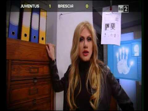 Parodia Roberta Bruzzone 1x05 inquiline infernali (Virginia Raffaele)