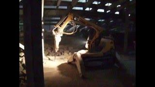 Демонтаж бетона роботом BROKK(Выполняем высокоточный демонтаж бетона, демонтаж зданий и сооружений, алмазную резку железобетона Компани..., 2011-10-28T18:51:42.000Z)