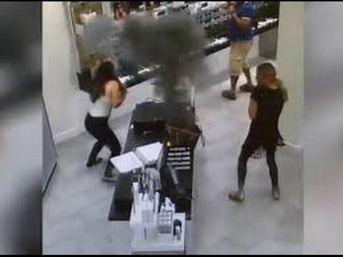 la Potente explosión de un Samsung S7 en una tienda
