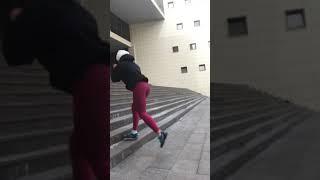 Присед-выпад с махом ноги назад