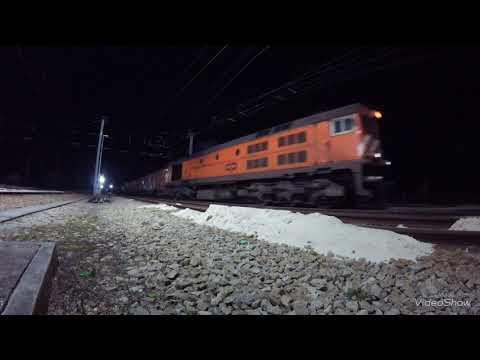 Movimentos e manobras na estação de Louriçal (nocturno)
