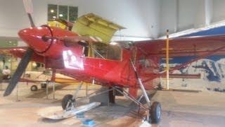 石川県にあるこまつ航空プラザのなかにある貴重な航空機の展示風景をま...