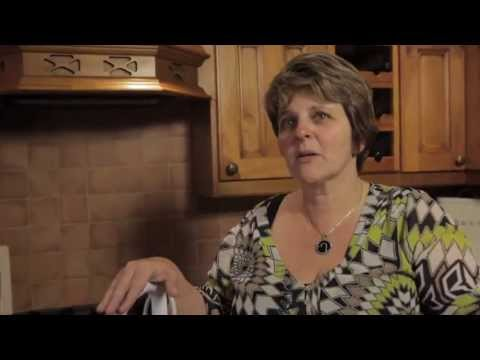 Debbie talks about the BLACK+DECKER™ steam-mop™ - Rated By People Like You