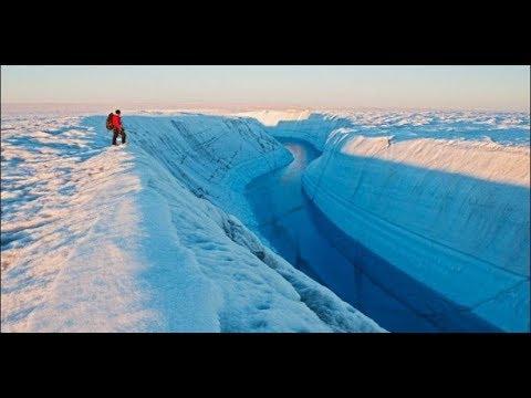 Отделившийся огромный ледник Ларсен С(Larsen) движется от Антарктиды. Опасения ученых сбываются.