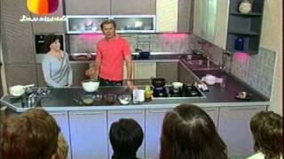 Торт с вареной сгущенкой и персиками