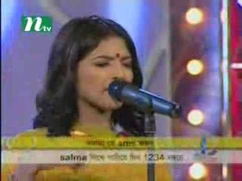 Salma in Top 5 closeup1 2006