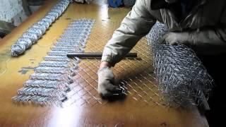 как правильно размативать сетку рабицу с маленьких в большие рулони(На нашем сайте наша компания скинуло видео как правильно размативать сетку рабицу с маленьких рулонов..., 2014-02-20T09:25:30.000Z)