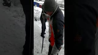 Долбим мы лёд но не ЗАМЕРЗАЕМ :)