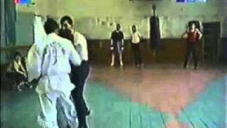 Бокс против карате ( boxing vs karate).avi(Бокс против карате., 2010-10-17T13:17:19.000Z)