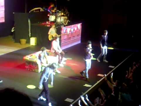 One Direction - Gotta Be You (Live at Wolverhampton Civic Hall)