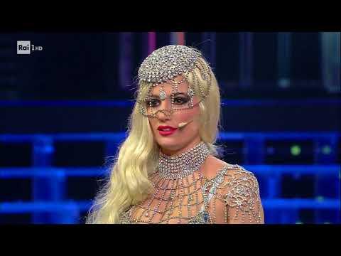 "Alessia Macari è Lady Gaga: ""Bad Romance"" - Tale e Quale Show 11/11/2017"