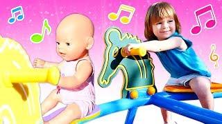 Chanson pour enfants - Balance-toi - Bianca à l'aire de jeux