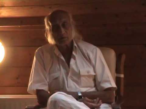 HRM (Hira Ratan Manek) explains the practice of Sungazing or Solar Healing in 2 minutes
