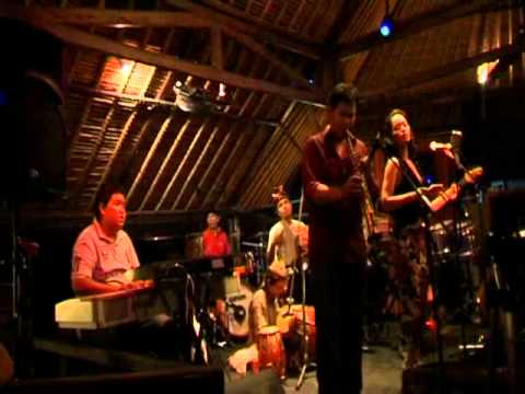 Ito Kurdhi & Mejiku ethnic fusion played Made Cenik ( Balinese traditional song).