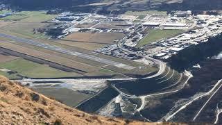 飛行機の着陸を上から見る!世界で唯一の空港!クイーンズタウン空港 thumbnail