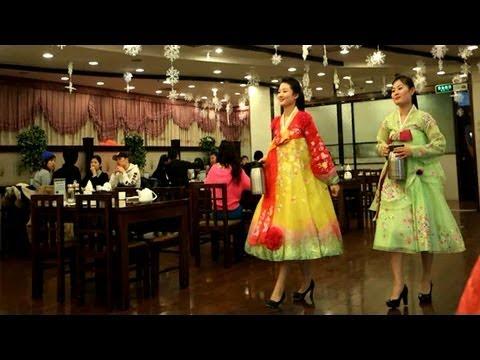 北韓海外餐廳 美女服務生兼間諜 - YouTube