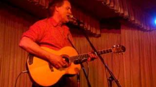 "Tom Chapin sings ""Cats in the Cradle"""
