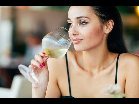 How many Calories Are in Medium White Wine?