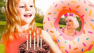 Tiệc mừng sinh nhật lần thứ 5 của Nastya, Nastya thích thú chơi slime cùng với Bạn bè
