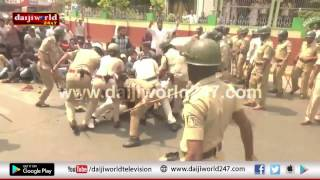 Mangaluru: PFI protests alleged harassment - Police resort to lathi charge, arrest activists