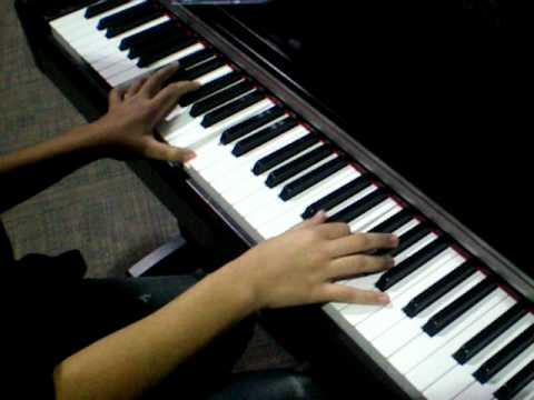 Roxas playing piano at best buy xD