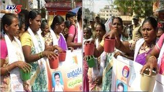 మరుగుదొడ్లు కోసం రోడ్డెక్కిన మహిళలు..! | Women Protest On Toilets In Vijayawada | TV5 News
