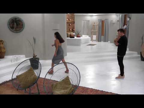 Stephanie freakar ut när Mattias håller på med Bettina | Paradise Hotel