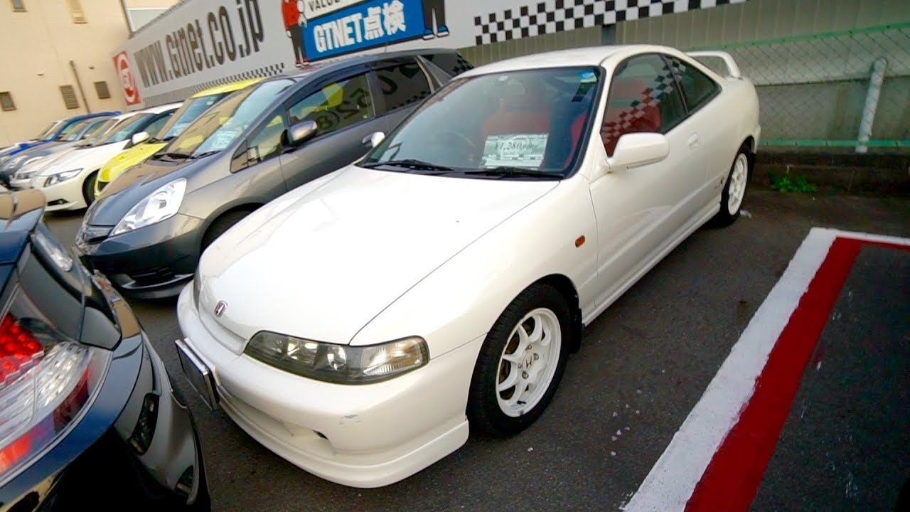 hunting-in-a-used-car-lot-in-japan